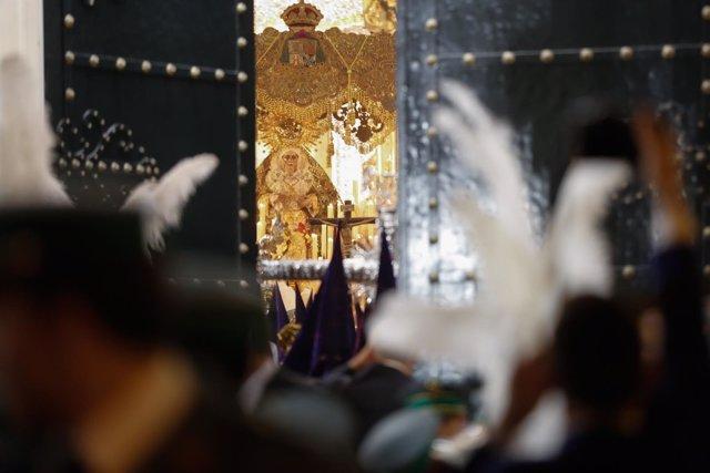 La Virgen de la Macarena en la Madrugá del Viernes Santo