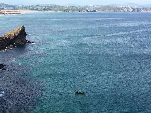 Playa del Madero. Liencres. Cantabria. Mar. Búsqueda hombre desaparecido. .