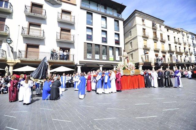 La procesión del Resucitado cierra la Semana Santa de Teruel.