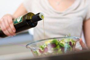 Un compuesto del aceite de oliva virgen extra reduce los efectos de la dieta rica en grasas (THINKSTOCK)