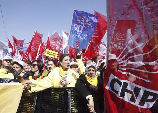 Simpatizantes del CHP en una manifestación en 2014