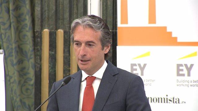 Fomento anuncia que se aprobará la reforma de la estiba