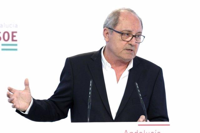 El secretario de Organización del PSOE-A, Juan Cornejo, en rueda de prensa