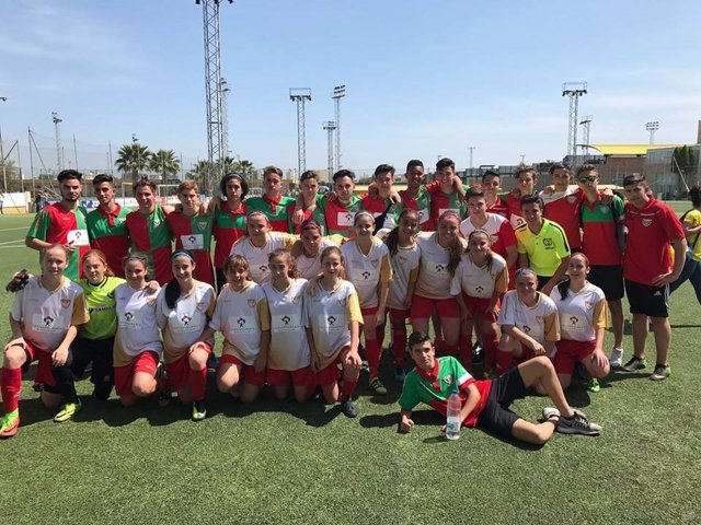 El equipo femenino de la UD Pavía, ganador del Torneo de Villarreal.