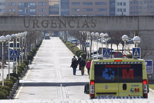 Cartel de Urgencias, ambulancia, ambulancias del SUMMA 112