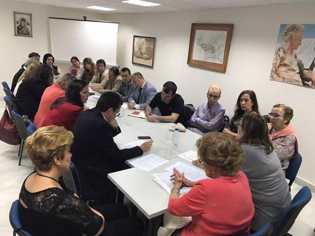 La asociación 'Huelva, por una sanidad digna' se reúne con partidos políticos.