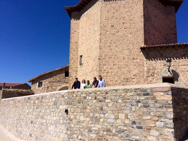 Cuevas visita Torre en Cameros