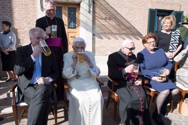 Celebración de 90 cumpleaños de Benedicto XVI