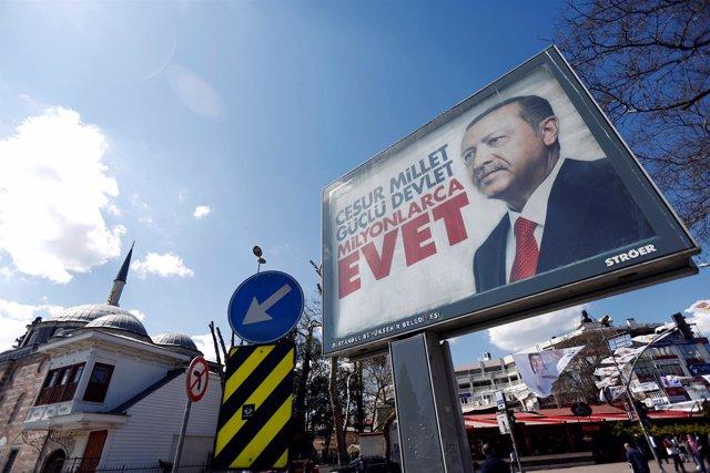 Cartel a favor del sí en el referéndum en Turquía