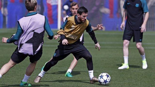 Messi en un entrenamiento del FC Barcelona antes del partido con la Juventus
