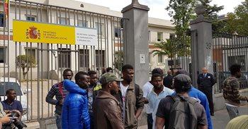Un total de 21 inmigrantes en situación irregular presentan una queja...