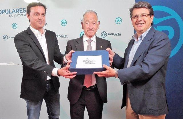 Amat (PP) presenta sus avales a la presidencia del PP de Almería