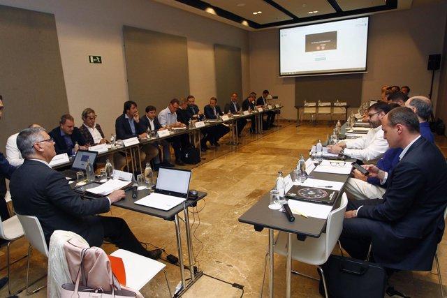 Roca preside la reunión de trabajo de los clubes de la ACB