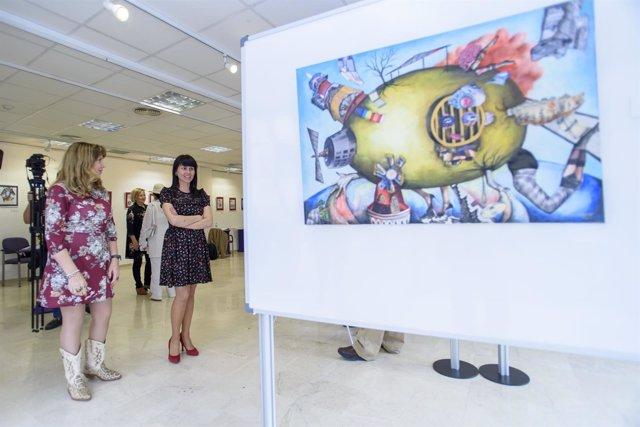 Eliana Lozano y la diputada Dolores Martínez, en la inauguración de la muestra.