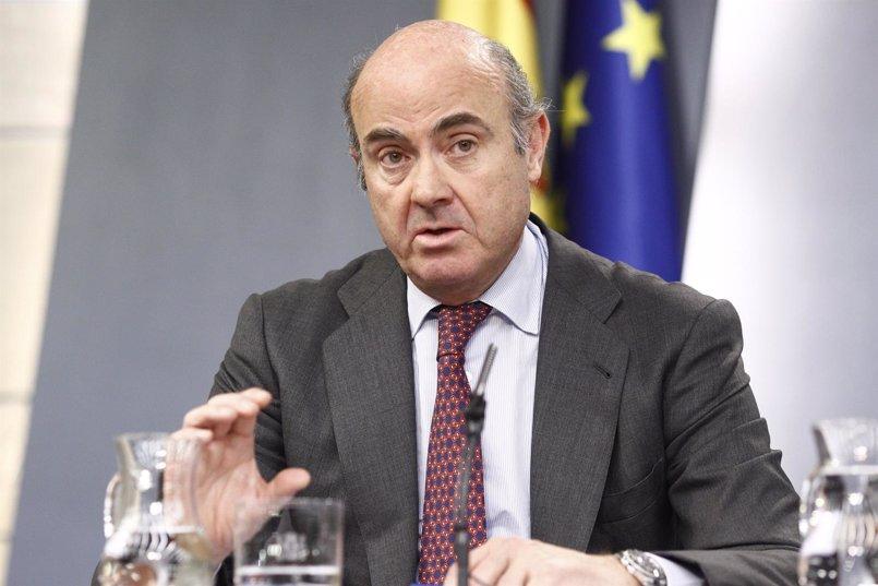 """Guindos, """"convencido"""" de que la unión de Bankia y BMN dará lugar a la entidad """"más solvente"""" de España"""