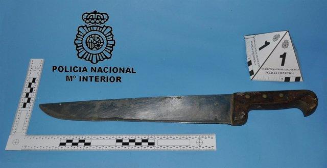 Cuchillo ocupado al detenido.