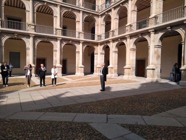 Eduardo Mendoza en el paraninfo de la Universidad de Alcalá de Herares