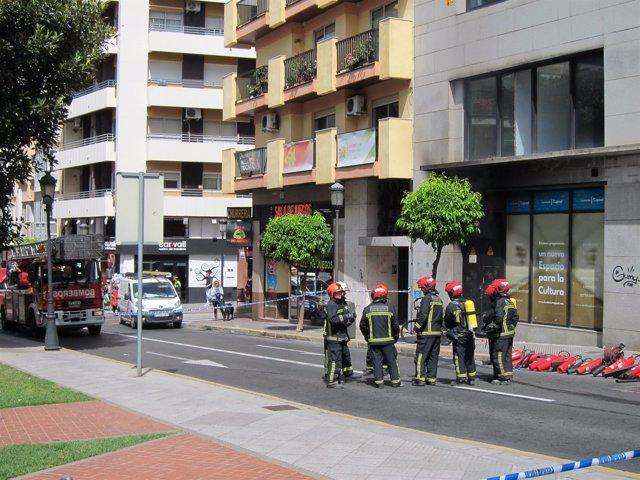 Desalojado un edificio de oficinas en huelva por un for Oficinas unicaja cordoba