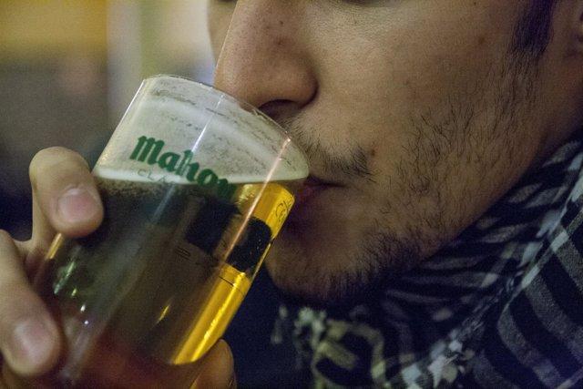 Cerveza, Mahou, caña, Bar, Hombre Bebiendo