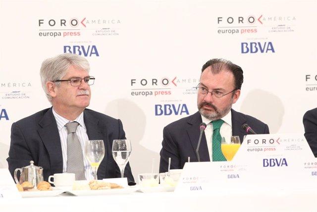 Alfonso Dastis y el canciller mexicano Luis Videgaray en el Foro América