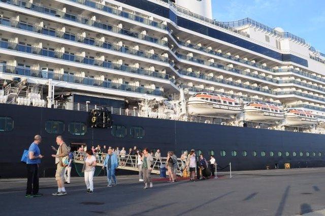 Imagen de un crucero en el puerto de Huelva.