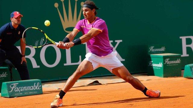 Nadal se pasea ante un ausente Zverev y alcanza los cuartos de final
