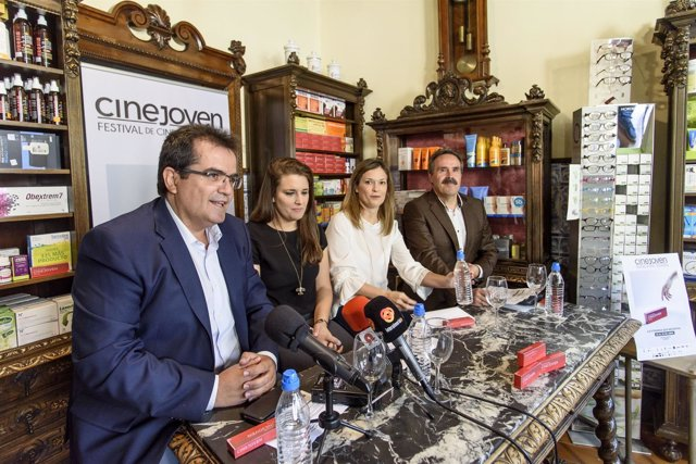 El diputado de Cultura ha apoyado al Festival 'Cinejoven' en su presentación.
