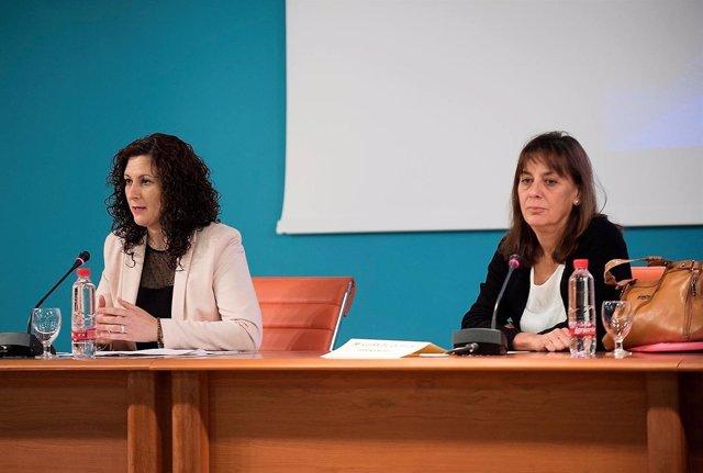 La diputada provincia de Igualdad de Cádiz en unas jornadas