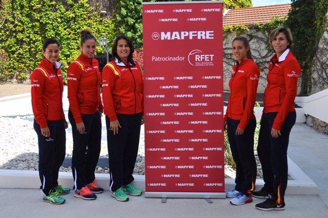 Conchita Martínez con las jugadoras españolas