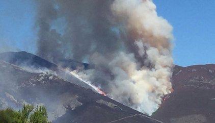 Un total de 25 incendios permanecen activos en Asturias