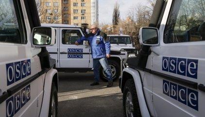 Muere un observador de la OSCE al explotar su coche en la línea de contacto del este de Ucrania