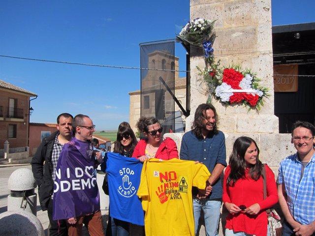 Ofrenda De Podemos En El Monolito De Villalar