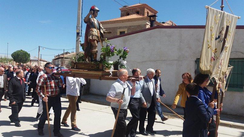 Aguasal procesiona a San Jorge y le pide agua para los campos