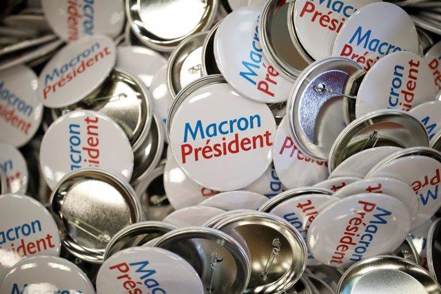 Chapas de apoyo a Emmanuel Macron