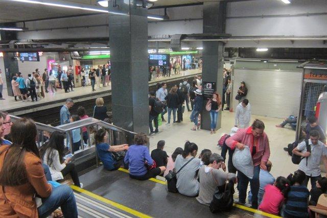 Andén durante una jornada de huelga del Metro de Barcelona