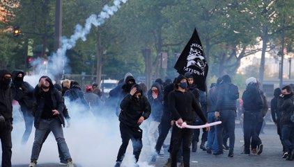 Más de 140 detenidos y nueve heridos por las manifestaciones de la noche electoral en Francia
