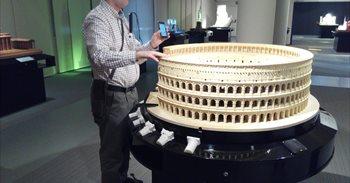 Tecnología para disfrutar del arte del Museo Tiflológico de la ONCE