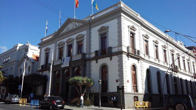 Resultado de imagen de La Audiencia admite la personación del Ayuntamiento en la fase de ejecución de sentencia del aparcamiento de Las Teresitas