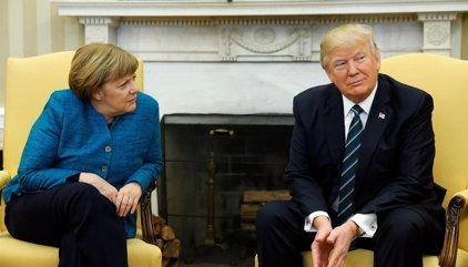 """Trump habla con Merkel del """"urgente"""" desafío de Corea del Norte"""