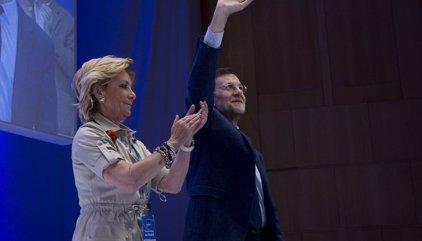 Rajoy llama desde Brasil a Aguirre, que le envió un sms para anunciarle su dimisión