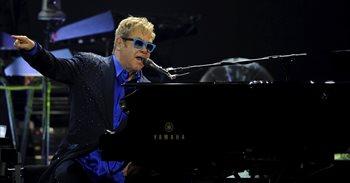 Elton John cancela todos sus conciertos de abril y mayo tras contraer una...