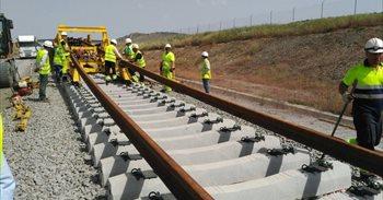 Adif Alta velocidad ha iniciado las obras del montaje de vía en el tramo...