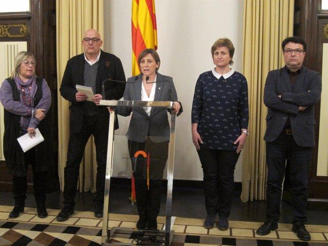La presidenta, Carme Forcadell, y cuatro miembros de la Mesa del Parlament