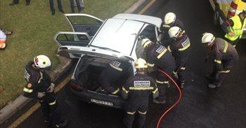 Dos personas resultan heridas leves al colisionar dos vehículos en la...