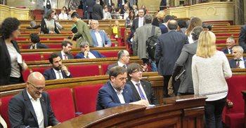 Puigdemont defiende a Llach y afirma que las leyes del Parlament se...