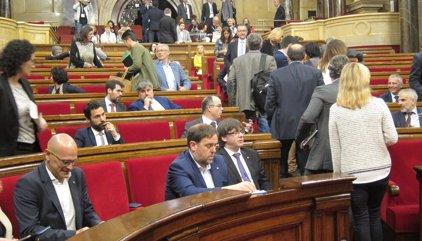 """Puigdemont defiende a Llach y afirma que las leyes del Parlament se tienen que """"cumplir"""""""