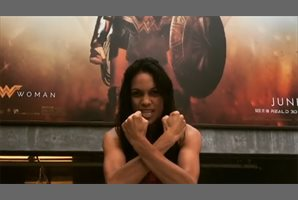 Estrellas Marvel celebran el éxito de Wonder Woman