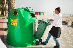 Alumnos de arquitectura proponen reciclar los contenedores de vidrio en refugios para aves o en refugios de montaña