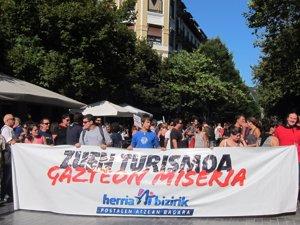 Cientos de personas marchan en San Sebastián contra un modelo de turismo que
