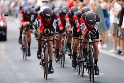El BMC se lleva la crono por equipos y viste a Rohan Dennis como primer líder de La Vuelta